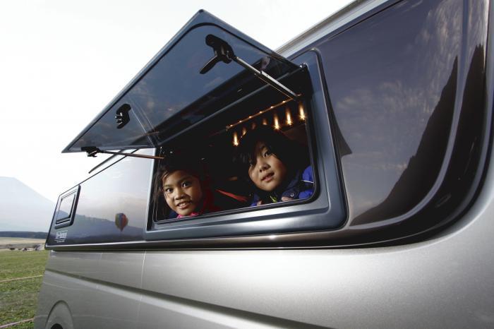 新しいイメージ こどもと車.JPG